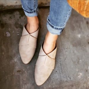Shoes - 🆕️//The Agnes// taupe mule flat
